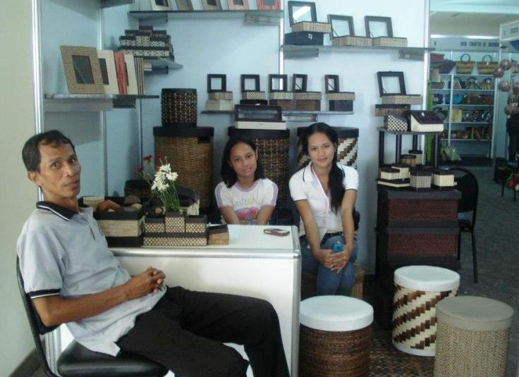 on-exhibit ami handicrafts products with dadz's daughters, tisay and mean, and kuya raffy