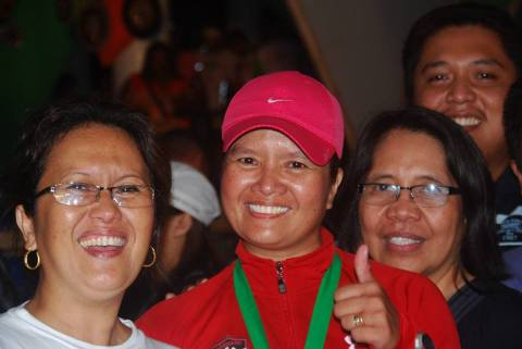 flanked by two very special women - olen, my eldest sister and ate mer, my sister-in-law